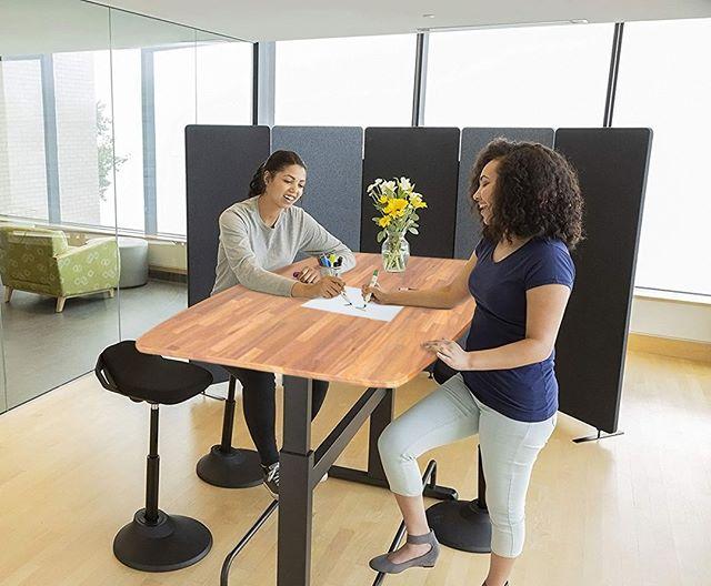 Standing desk of Inova Furniture